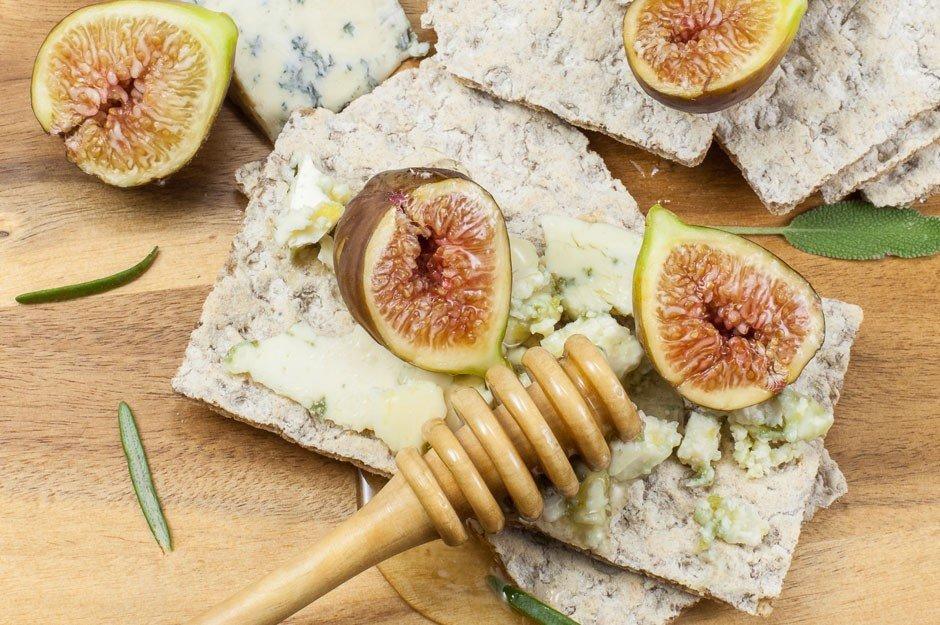 - enka ball peynirli - Ballı ve tulum peynirli enfes tartin tarifleri!