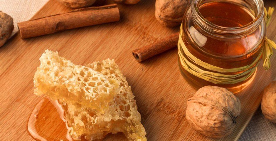 - titiz bal 1 940x480 - Doğal balla yapılan hafif yaz tatlıları tarifleri!