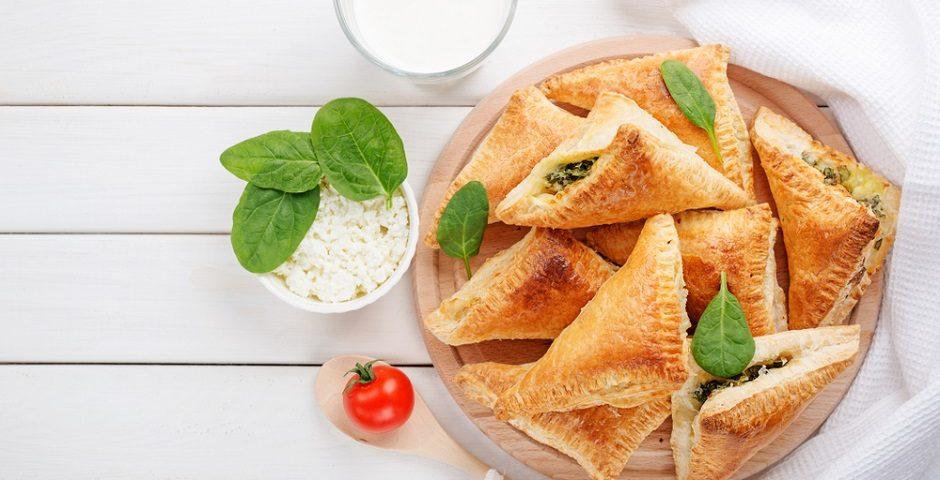 tulum peynirli börek - shutterstock 1028582329 940x480 - Şafak Tulum Peynirli Ispanaklı Börek tarifi!