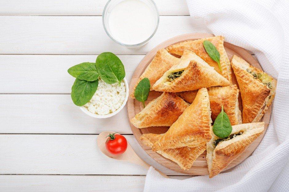 tulum peynirli börek - shutterstock 1028582329 - Şafak Tulum Peynirli Ispanaklı Börek tarifi!