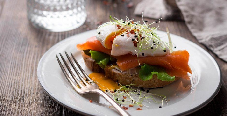 Pratik ve lezzetli Tulum Peynirli Somon tarifi!  - shutterstock 624204569 940x480 - Pratik ve lezzetli Tulum Peynirli Somon tarifi!